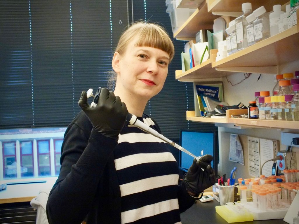 Jelena Erceg working in lab